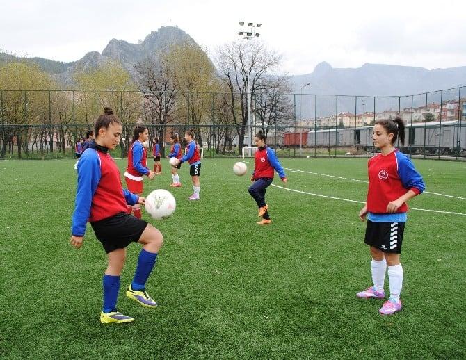 Amasyalı Kızlar Dünya Şampiyonasına Gidiyor