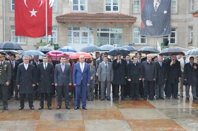 Akçakoca'da Yağmur Altında 23 Nisan Töreni